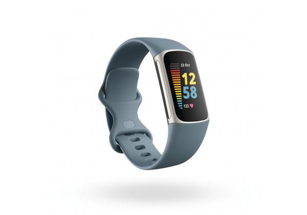 Fitbit_Charge_5_Render_3QTR_Core_Steel_Blue_Platinum_Clock_Default_Shadow
